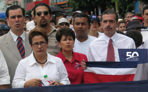 The rectors of public universities, in the mid-2000s, in a public demonstration.