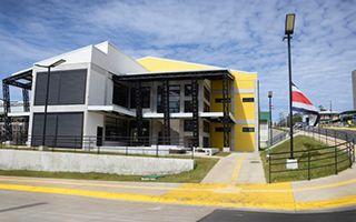Edificio de color amarillo.
