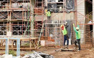 hombres trabajando en construccióm