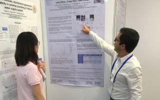 El PhD. Luis Guillermo Romero Esquivel durante la presentación de unos de los posters