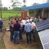 Explicación a productores de Dos Pinos el funcionamiento de los sistemas solares instalados en el ITCR-SSC
